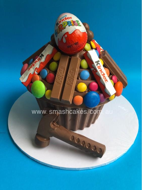Kinder Surprise Smashcake